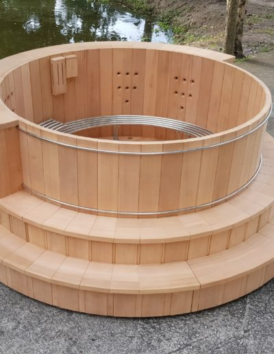 Bain Nordique En Bois De Cèdre Rouge, installation bain nordique storvatt, installation bain nordique, installation spa