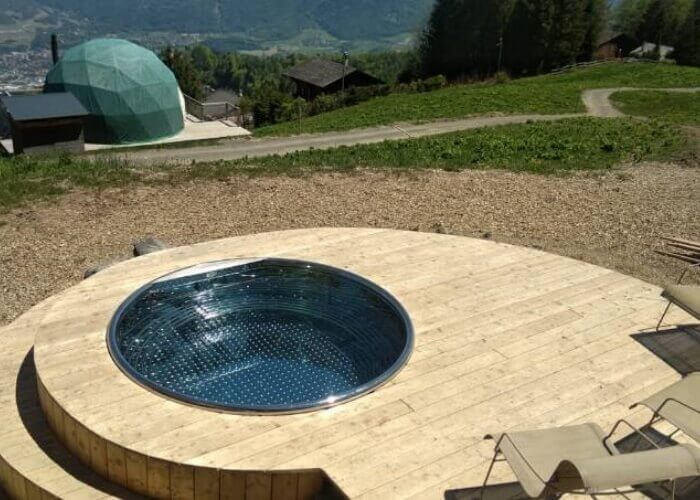 Hot tub and jacuzzi